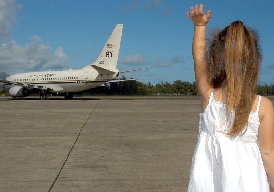 Voici quelques conseils si vous voyagez avec bébé en avion
