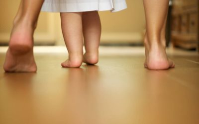 Bébé doit-il marcher pieds nus ?